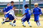 bambini che giocano a palla